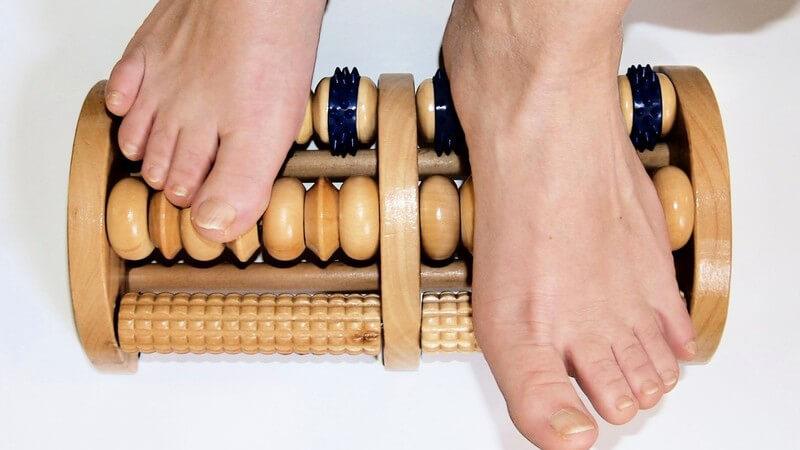 Schwache Bänder oder Muskeln sowie ein Mangel an Bewegung können zu einem Senkfuß führen
