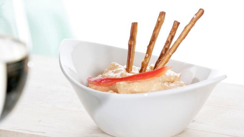 Eine Sammlung verschiedener Vorspeisen für jeden Geschmack - von Canapés über Antipasti bis hin zu verschiedenen Suppen