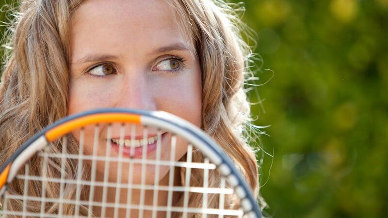 Die Grundlagen der Regeln, die verschiedenen Schlagvarianten und die Punktezählung beim Tennis können Sie hier nachlesen
