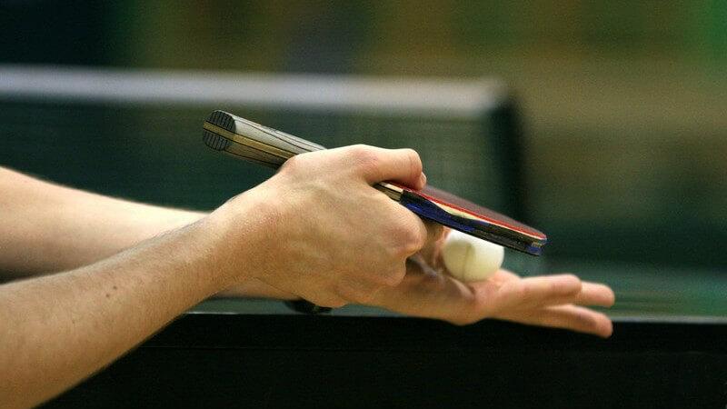 Sowohl beim Tischtennis-Einzel als auch beim Tischtennis-Doppel kommen spezifische Regeln und Spieltechniken zum Tragen