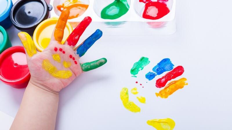 Inklusion an Kindergärten und Schulen: Gesunde und kranke Kinder spielen und lernen miteinander