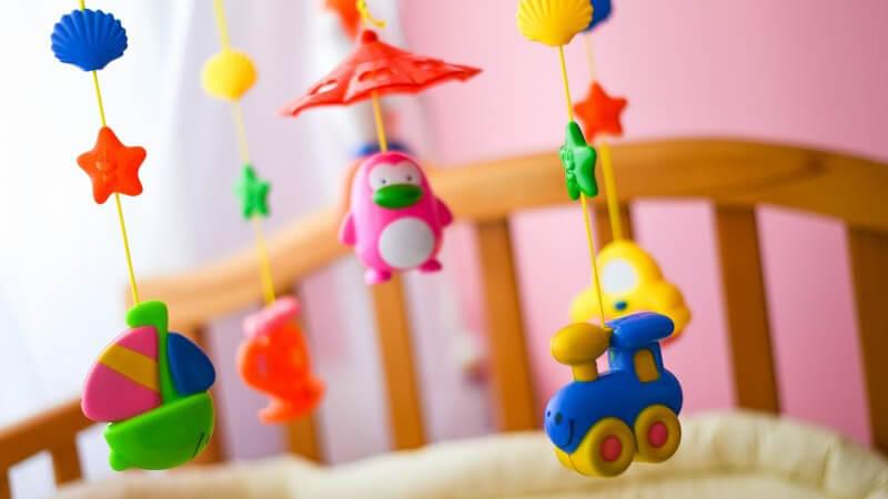 Risikofaktoren und Vorsorgemaßnahmen eines plötzlichen Kindstodes (SIDS) mit Schutz vor Infektionskrankheiten der oberen Atemwege