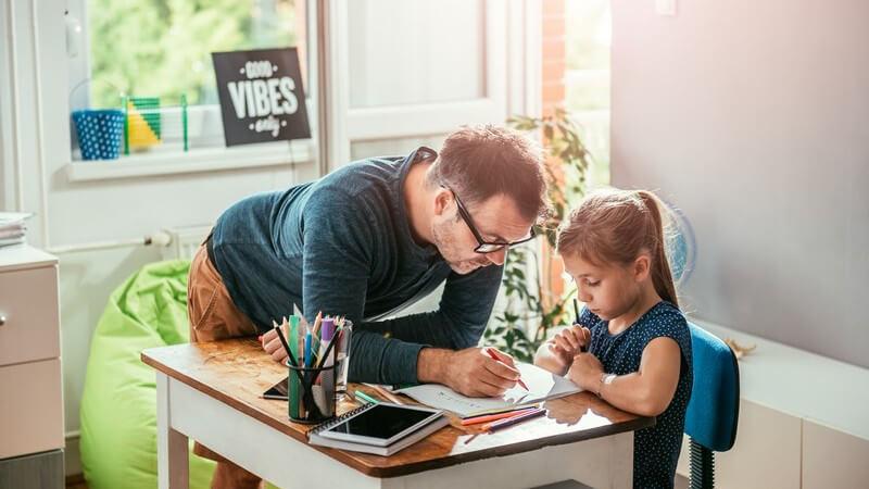 Väter in Elternzeit - Immer mehr Männer übernehmen die Mutterrolle