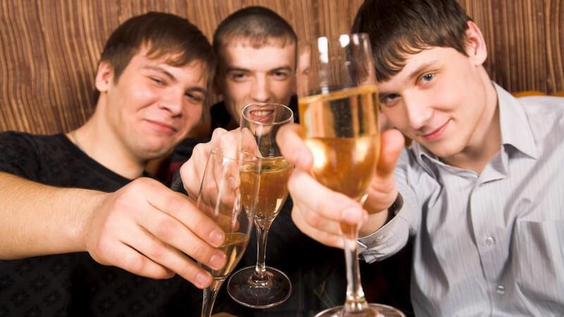 Risiko einer Alkoholsucht durch Gruppenzwang