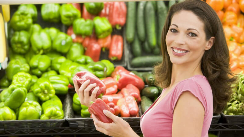 Beim Einkauf bei einem Obst- und Gemüsehändler sollte man natürlich darauf achten, dass die Ware frisch ist - besonders beliebt sind exotische Angebote bei einem arabischen Händler