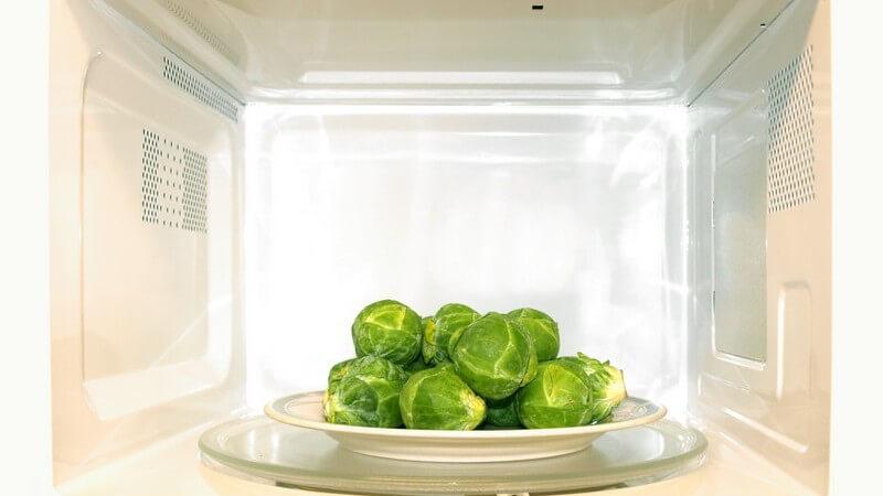 Nicht für jede Speise ist die Mikrowelle gut geeignet und auch in Sachen Geschirr gilt es, einige Punkte zu beachten