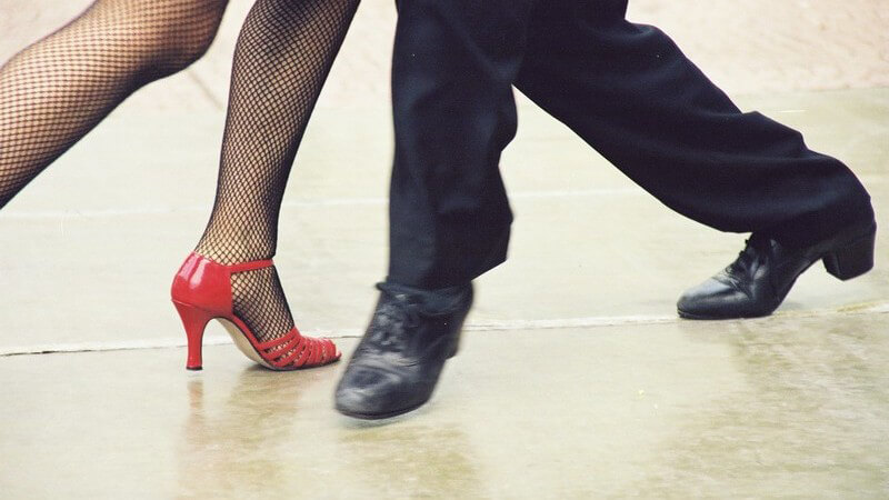 Längst gibt es hierzulande nicht nur das Angebot, klassisch tanzen zu lernen - der Tanzsport ist weitaus vielfältiger und diesem Trend passen sich die Tanzschulen an