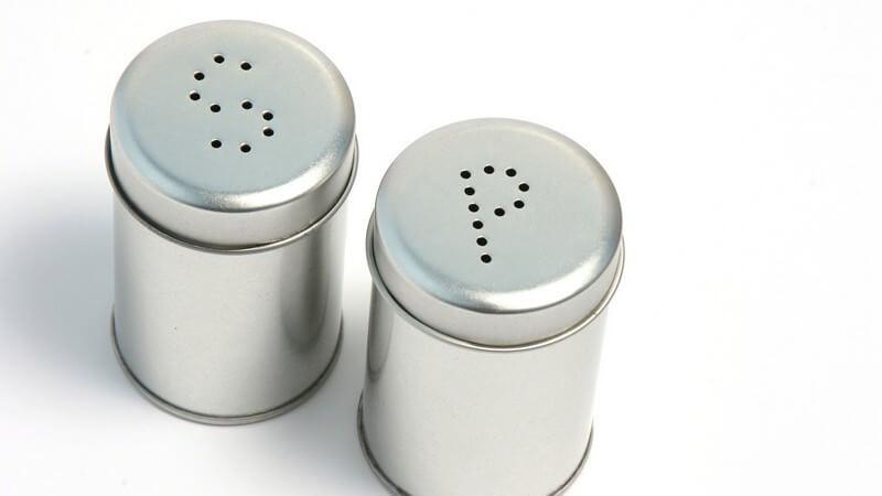 Sowohl in Größe, Design als auch Material unterscheiden sich Salz- und Pfefferstreuer - wir haben den Überblick und geben Tipps zur Anwendung