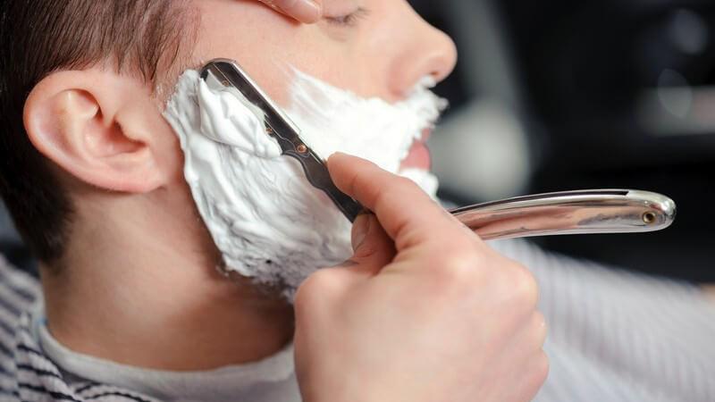 Für wen Rasiermesser geeignet sind, wie man richtig damit umgeht und Tipps zur Pflege und Schärfung der Klinge