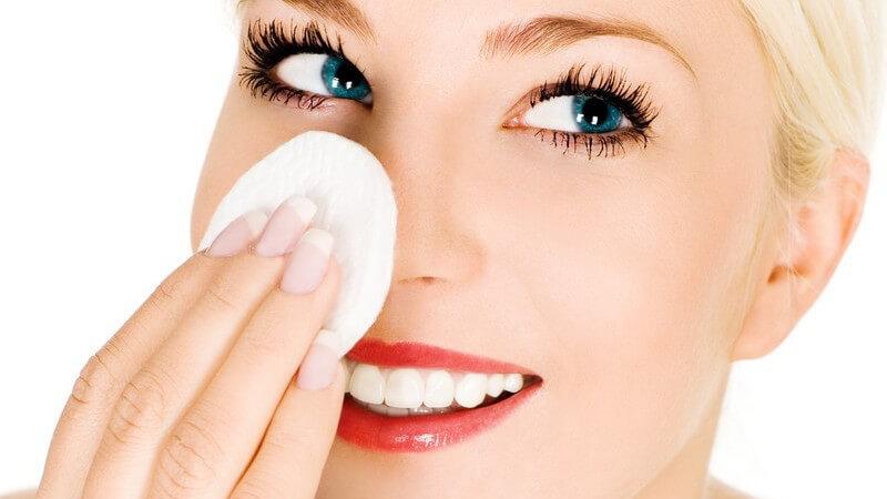 Abdeckcreme richtig auftragen und wieder abschminken