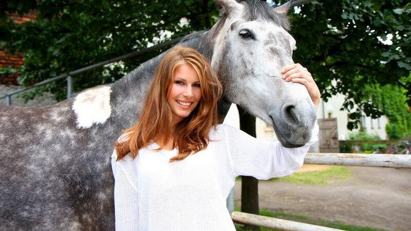 Schon die Grundausbildung im Dressurreiten verlangt Reiter und Pferd einiges ab - zur hohen Schule werden Pferde erst ab 12 Jahren zugelassen