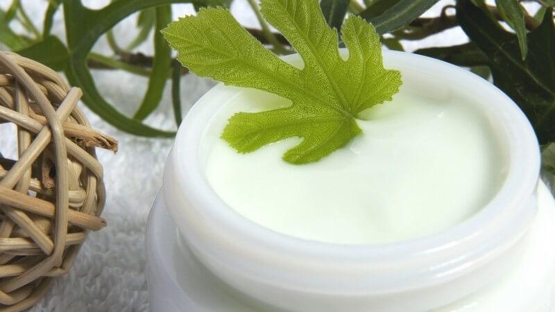 Welche Substanzen in Anti-Aging-Cremes enthalten sind und wie man Nebenwirkungen bei Anti-Aging-Cremes verhindert