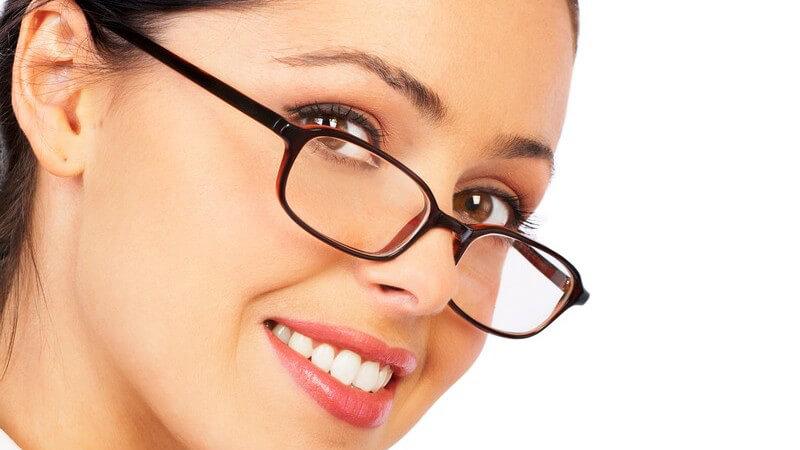 Mit unseren Tipps, Hinweisen und Hilfsmitteln zaubern Sie sich strahlend schöne Augen unter die Augengläser