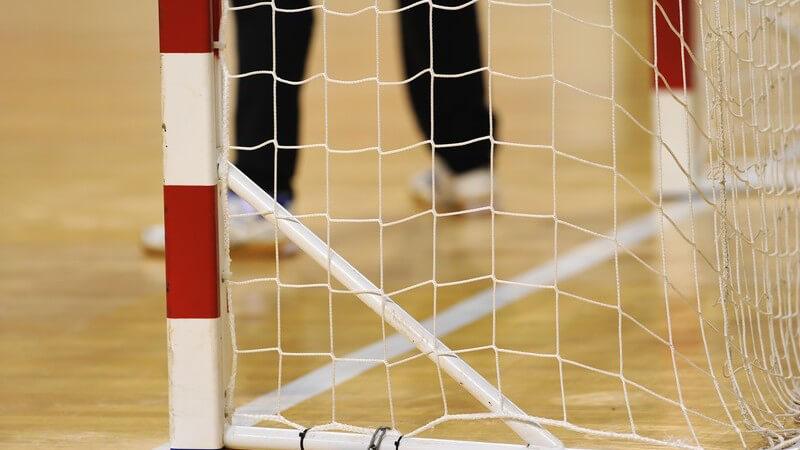 Der Aufbau eines Handballtores