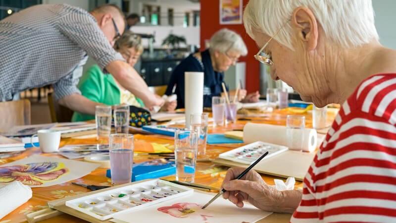 Die Malerei ist ein beliebtes Hobby und gleichzeitig eine bedeutende Kunst - wir zeigen, wie man die wichtigsten Grundfertigkeiten erlernen kann