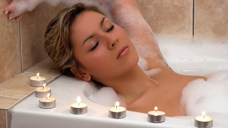 Das Pflegebad zur Hautpflege und seelischen Entspannung