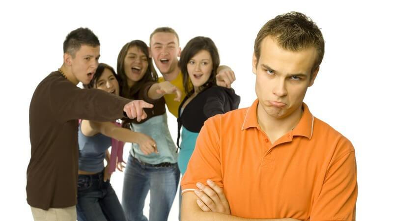 Warum wir uns gerne über andere lustig machen und wie man als Betroffener damit umgeht