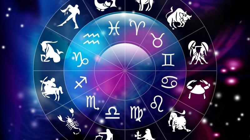 Vom Geburtshoroskop bis zum Partnerhoroskop -  mithilfe eines Horoskops lässt sich ein Blick in viele Bereiche des Lebens sowie die menschlichen Eigenschaften werfen