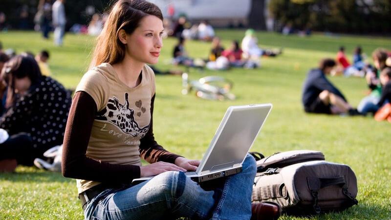 Das Chatten stellt eine beliebte Form der Kommunikation dar - Den Chat kann man unterschiedlich nutzen; jedoch ist es nicht sinnvoll, immer alles preiszugeben