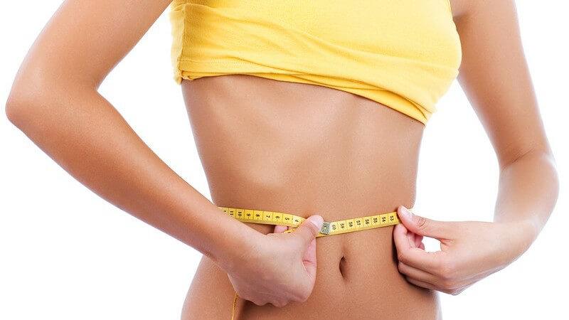 Welchen Einfluss der Bauchumfang auf die Gesundheit hat, wie man ihn richtig misst und wie man mit einer Kombination aus Sport und gesunder Ernährung zur schmaleren Taille gelangt
