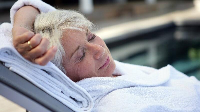 Welche Kriterien ein hochwertiger Bademantel für Zuhause und Unterwegs erfüllen muss