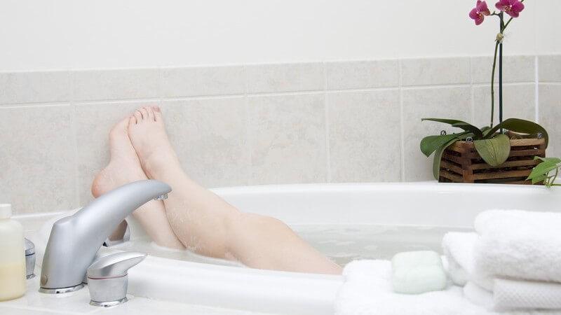 Selbst gemachte Pflanzenbäder liegen voll im Trend: Do-it-yourself-Tipps sorgen für traumhafte Badefreuden