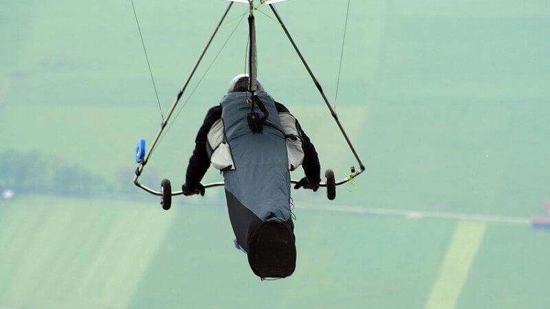 Die Flugausbildung kann auf das Fliegen von Drachen, Segelflugzeugen oder Hubschraubern ausgelegt sein - wir informieren über die unterschiedlichen Lizenzen
