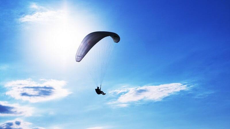 So funktioniert das Gleitschirmfliegen - Startmöglichkeiten und Steuerung