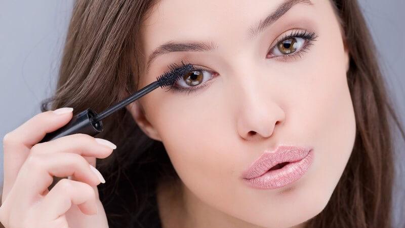 Durch die richtige Pflege, kleine Verzichte und ein wenig Vorsicht haben Sie lange Freude an Ihren Wimpernextensions