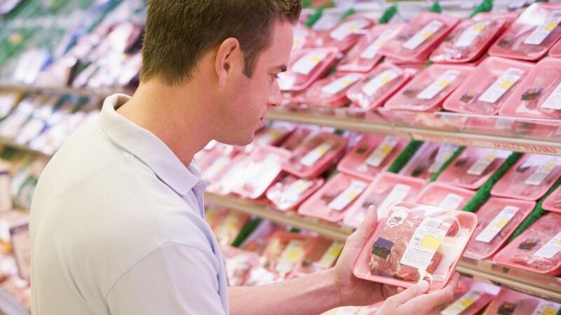 Wer die Gefahr von Salmonellen verringern möchte, sollte beim Einkauf von Geflügel einiges beachten