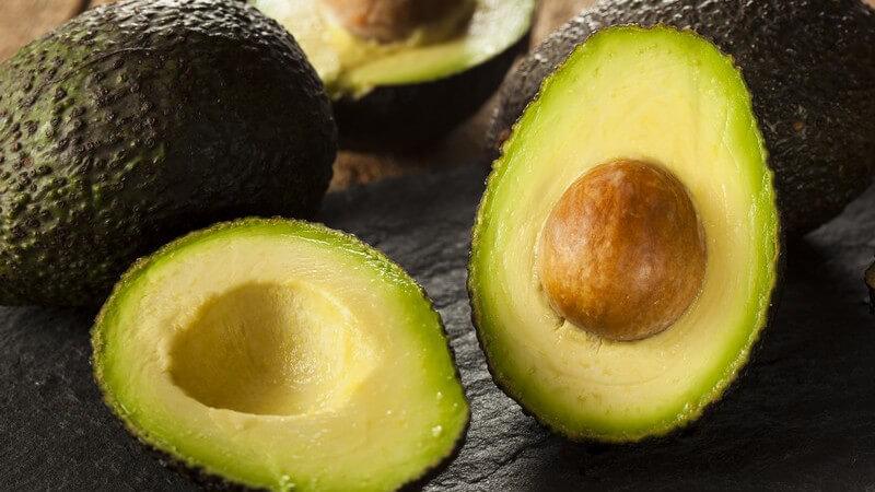 Fettreiches Gemüse wie Avocados und Oliven sollten nicht jeden Tag auf dem Speiseplan stehen