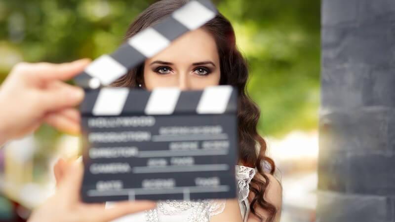 Um etwas zu filmen, ist die Kamera besonders wichtig - doch auch viele andere Hilfsmittel erleichtern die Arbeit