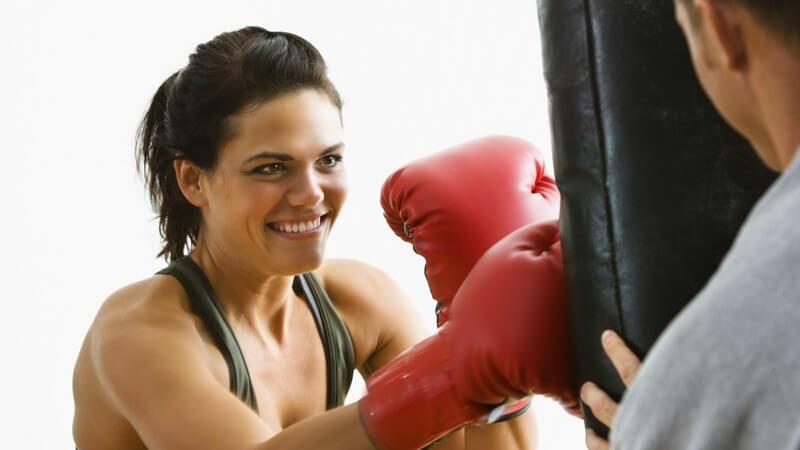 Durch das Boxtraining werden Reaktionsvermögen, räumliche Vorstellungskraft, Auffassungsgabe und Beweglichkeit geschult, zudem werden natürlich Fett verbrannt und Kraft aufgebaut