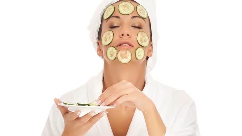 Die Gurke als frische Helferin gegen unreine Haut und Pickel