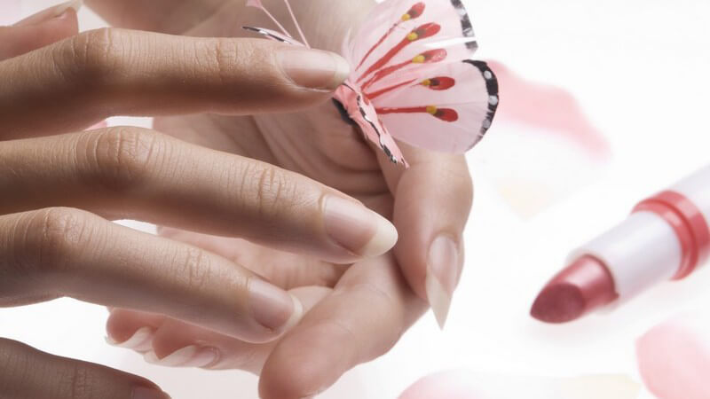 Wer auf der Suche nach einem neuen Lippenstift ist, der sollte sich näher mit der Liste der Inhaltsstoffe befassen