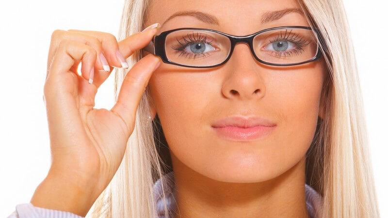 Tipps zur Verwendung von Kajal und Eyeliner für Brillenträger sowie Kontaktlinsenträger