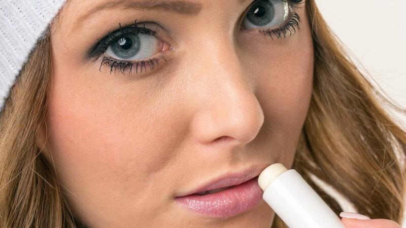 Wir verraten Ihnen, worauf Sie für eine effektive aber schonende Lippenpflege achten sollten