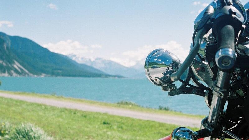 Frauen und Männer haben beim Motorradkauf die Qual der Wahl zwischen verschiedenen Typen, Motoren und Individualisierungsmöglichkeiten