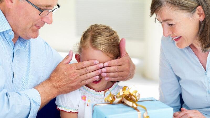 Vom jährlichen Familienfest über besondere Ereignisse bis zum Nicht-Geburtstag - Anlässe, um etwas zu schenken, gibt es viele - Ein kleiner Ratgeber zum Thema Geschenke