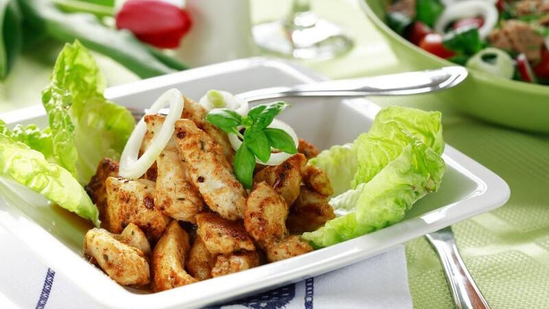 Gekocht hat das Hühnchenfleisch stets einen geringeren Fettanteil