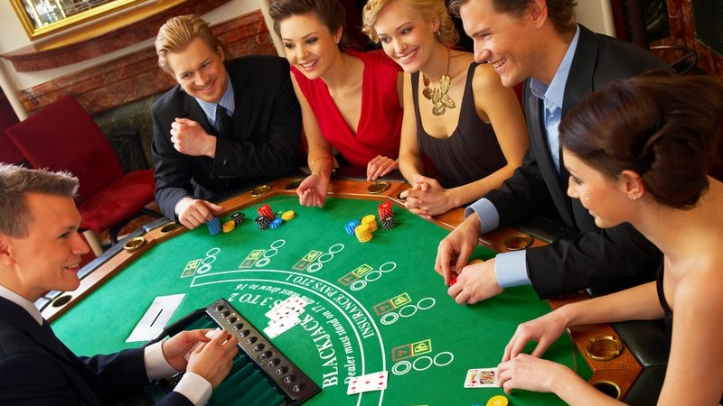Unter den Gesellschaftsspielen gibt es einige Klassiker - sowohl für Kinder, als auch für Erwachsene; Sammler werden hier ebenso fündig