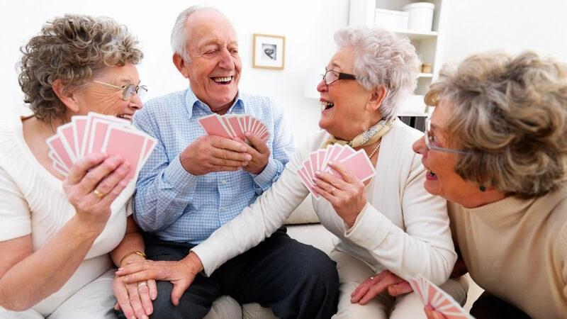 Es gibt verschiedene Arten von Kartenspielen - mitunter gelten sie auch als Glücksspiel und zudem lassen sich viele Kartenspiele auch online spielen
