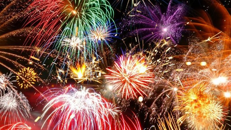 Silvester und Neujahr sind mit verschiedenen Traditionen verbunden - wir geben einen Überblick sowie Tipps samt Outfit und Feuerwerk, damit die Silvesterparty unvergesslich bleibt