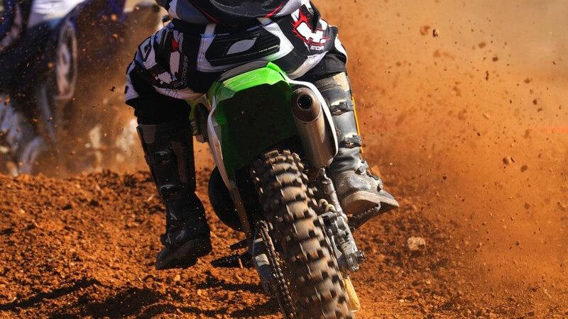 Wie sich die Streckenverhältnisse und Maschinen in den verschiedenen Varianten des Motorradsports unterscheiden