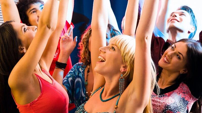 Möchte man eine Party mit besonderem Highlight gestalten, bietet sich ein bestimmtes Motto an - die Möglichkeiten und Themenbereiche sind groß