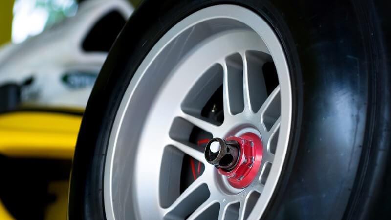 Im Rennsport unterscheiden sich die verschiedenen Rennstrecken in puncto Streckenuntergrund und Streckenverlauf
