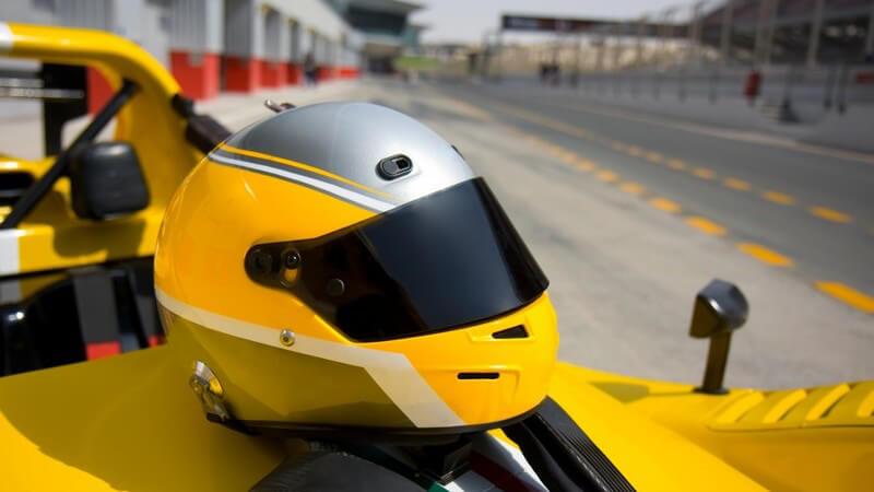 Voraussetzungen, Gefahren, Gehalt und Sponsoren- und Teamverträge der Formel 1 Fahrer