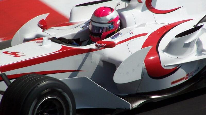 Die Formel 3 gilt als beständige Ausbildungsstätte zukünftiger Formel 1-Piloten und weist nationale und internationale Wettbewerbe auf
