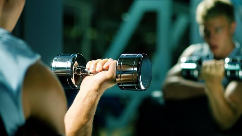 Wie der Spiegel beim Sport zuhause oder im Studio den Trainer und Trainingspartner ersetzen kann