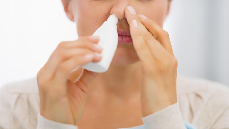 Wirkungsweise, Durchführung und mögliche Hilfsmittel bei einer Nasenspülung (Nasendusche)